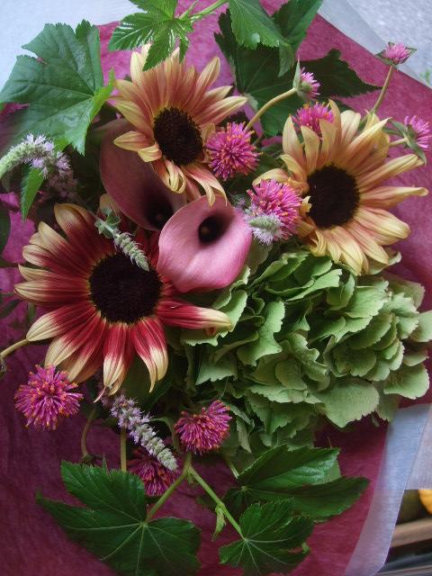 オークリーフ(紫陽花とルビーイクリプスの花束)_f0049672_1429232.jpg