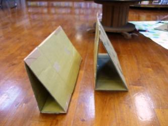 今日の図書館メンテその4。ダンボールでディスプレイ台を制作。_e0188087_22501525.jpg