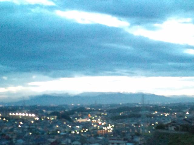 日没ナウ丹沢山系と富士山_b0032617_18532068.jpg