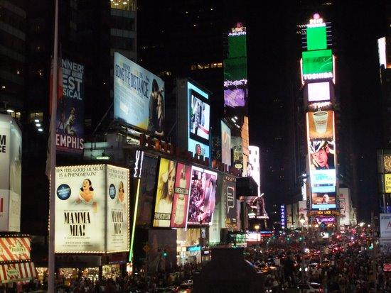 タイムズスクエアの夜_c0064534_13102370.jpg