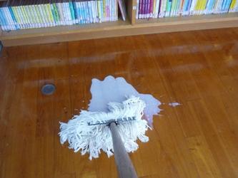 今日の図書館メンテ。ワックスがけをしました。_e0188087_16132246.jpg