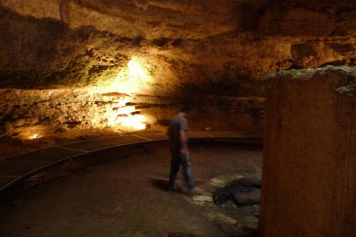 古い古い井戸~マンドゥーリア_f0106597_23554551.jpg