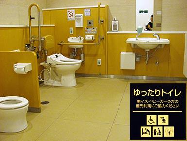 阪急百貨店の「ゆったりトイレ」と事務所棟の超大型エレベーター_c0167961_17452535.jpg