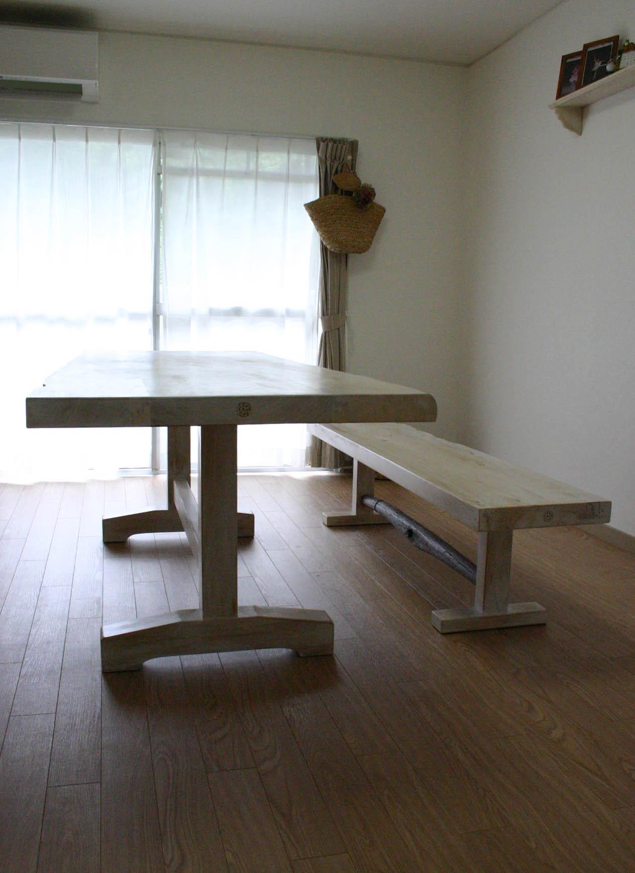 まきの木テーブル_f0171785_16544281.jpg