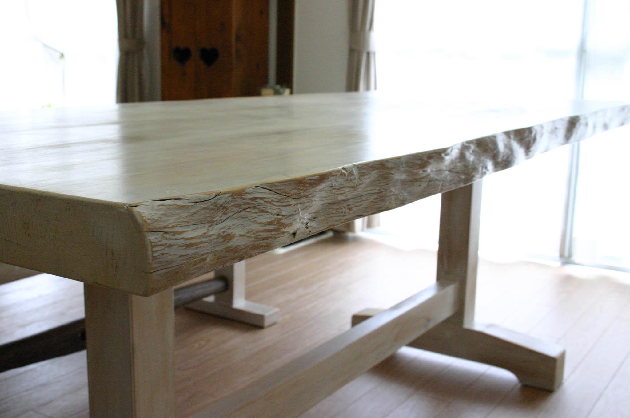 まきの木テーブル_f0171785_1656398.jpg