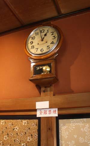 宮沢賢治(1896明治29年-1933昭和8年)が触ったであろう、花巻駅の時計(精工舎大正時代)_d0178448_6414215.jpg