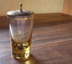 小さい小さいガラスの蓋物(かたわれ)_e0055098_1343658.jpg