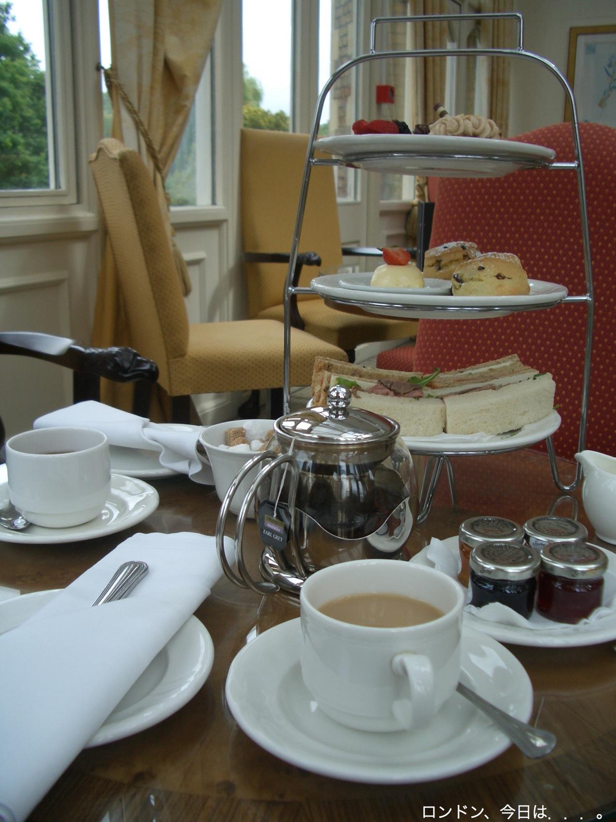ホラーハウスで、Afternoon Tea!_a0137487_1933451.jpg
