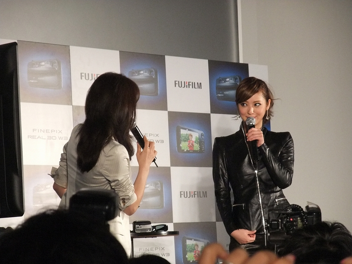 佐々木 希さん FUJIFILM 3Dで登場!!?_f0050534_178475.jpg