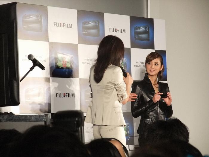 佐々木 希さん FUJIFILM 3Dで登場!!?_f0050534_1784974.jpg