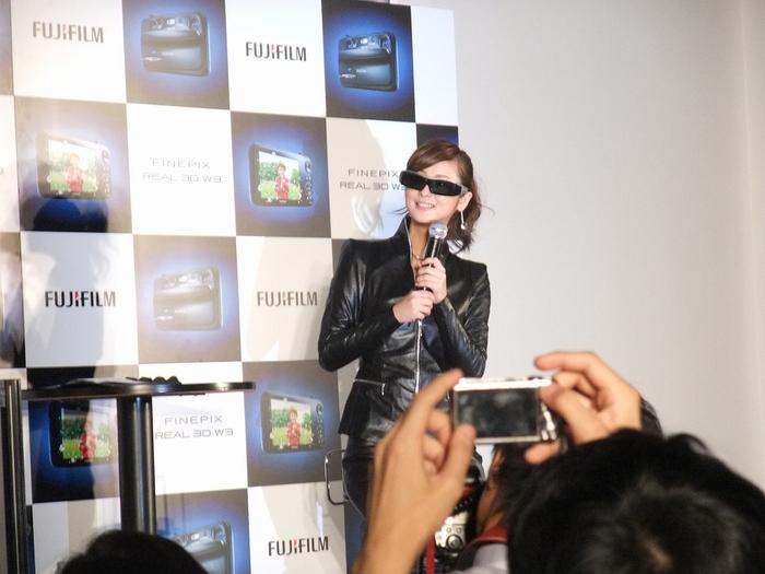 佐々木 希さん FUJIFILM 3Dで登場!!?_f0050534_179239.jpg