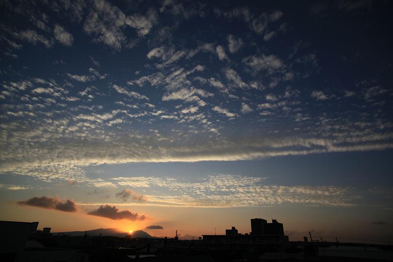 暑い日も終わった 樽前山に沈む夕日_a0160581_2025428.jpg