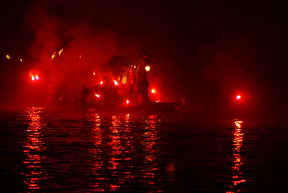 オボントーノ 「火のまつり」_d0001843_0362046.jpg