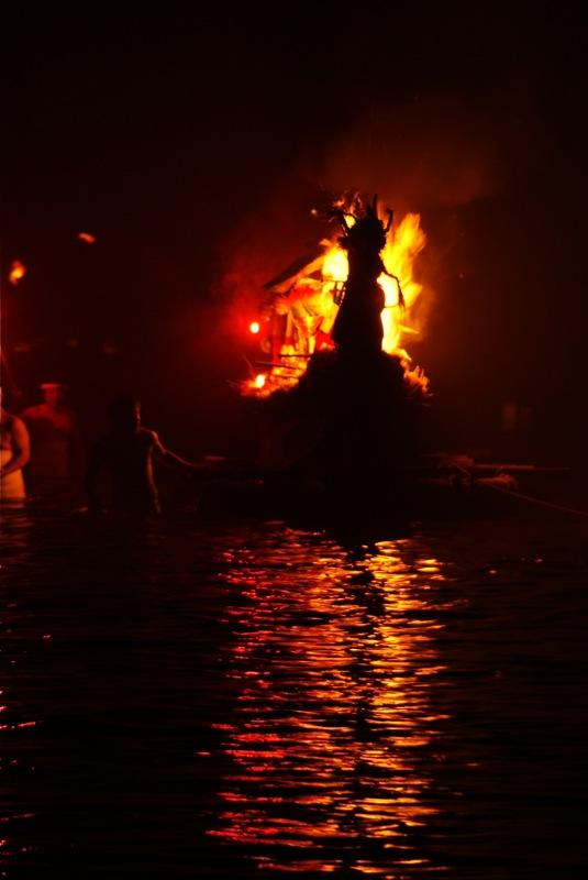 オボントーノ 「火のまつり」_d0001843_0364829.jpg