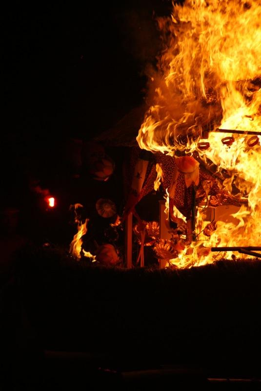 オボントーノ 「火のまつり」_d0001843_037341.jpg