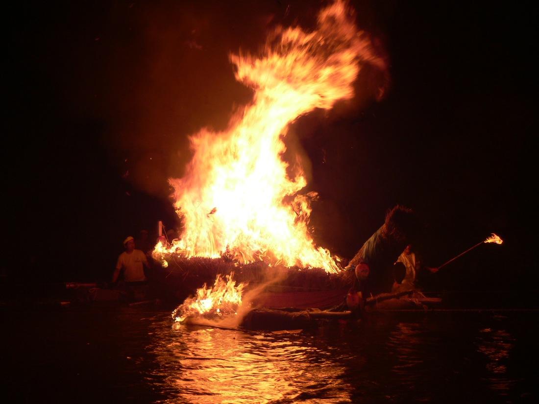 オボントーノ 「火のまつり」_d0001843_0395473.jpg