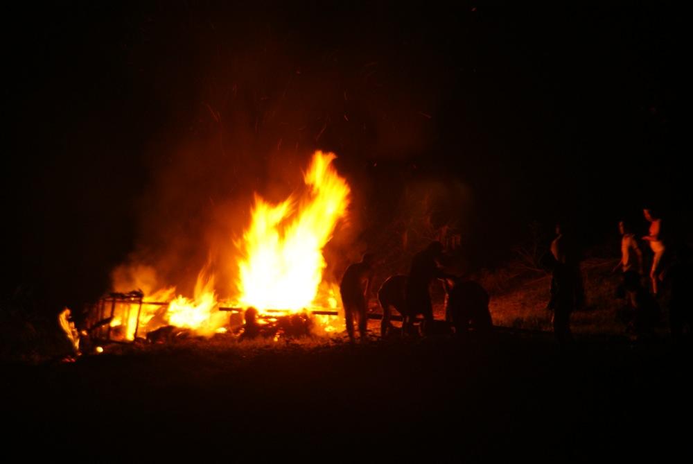 オボントーノ 「火のまつり」_d0001843_0412729.jpg