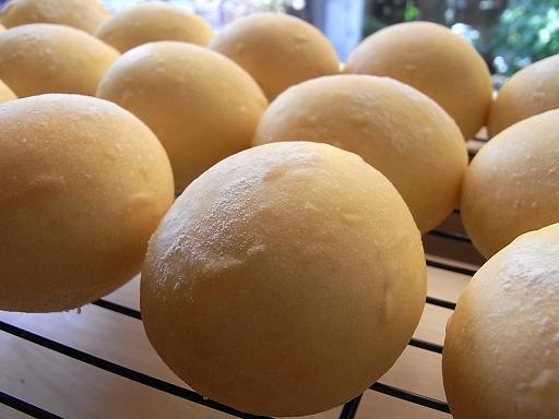マンゴーミルクパン_f0183981_0245075.jpg