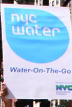 NY市内に特設水飲み場が登場中 Water-on-the-Go_b0007805_0491661.jpg