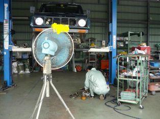 今日の店長 扇風機と一緒にジムニー修理中^^;_c0213517_12494667.jpg