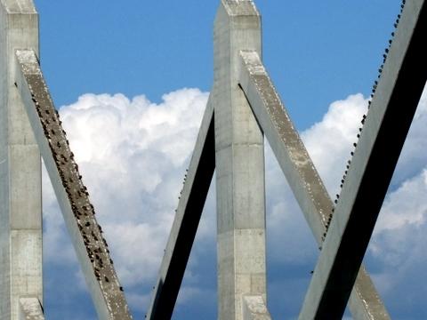 雲ジイじゃ、あの鉄橋のつぶつぶは何じゃ?_b0165760_21394217.jpg