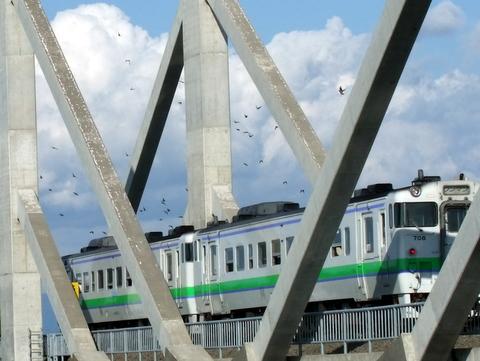 雲ジイじゃ、あの鉄橋のつぶつぶは何じゃ?_b0165760_21455962.jpg