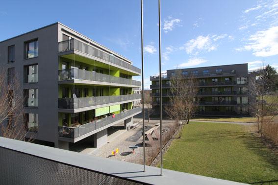 ミネルギハウスP:チューリッヒの4・5階建て木造集合住宅 1_e0054299_1647298.jpg