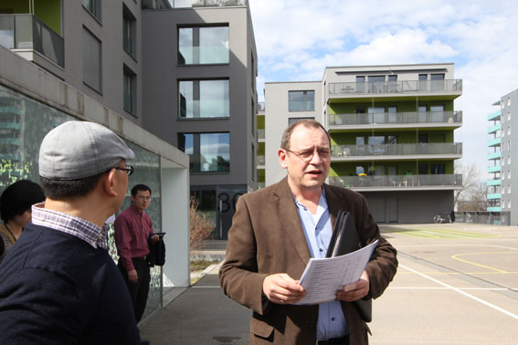 ミネルギハウスP:チューリッヒの4・5階建て木造集合住宅 1_e0054299_1647985.jpg