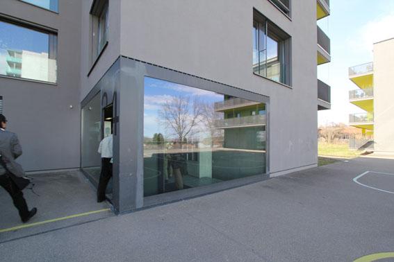 ミネルギハウスP:チューリッヒの4・5階建て木造集合住宅 1_e0054299_16481543.jpg
