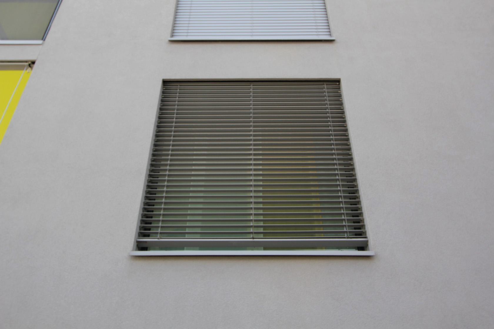 ミネルギハウスP:チューリッヒの4・5階建て木造集合住宅 3_e0054299_1017442.jpg