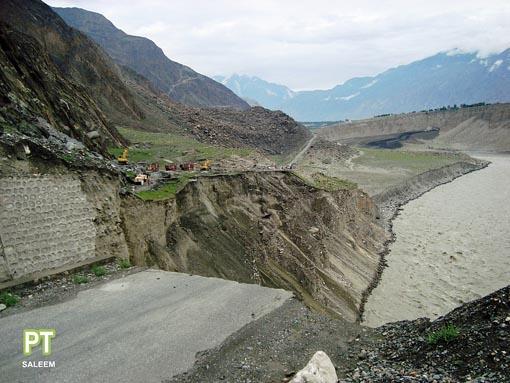 パキスタン大洪水 _d0106555_2371758.jpg