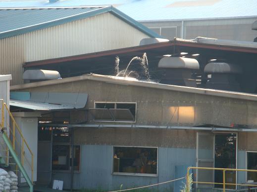炎暑の夏でも、工場はスパークする_e0175370_2140526.jpg