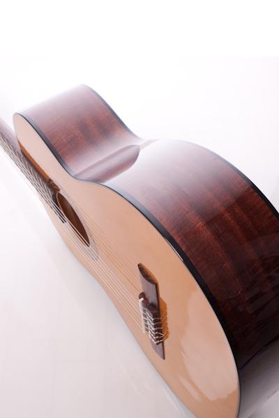 クラシックギターを買いました。_b0128294_21204683.jpg