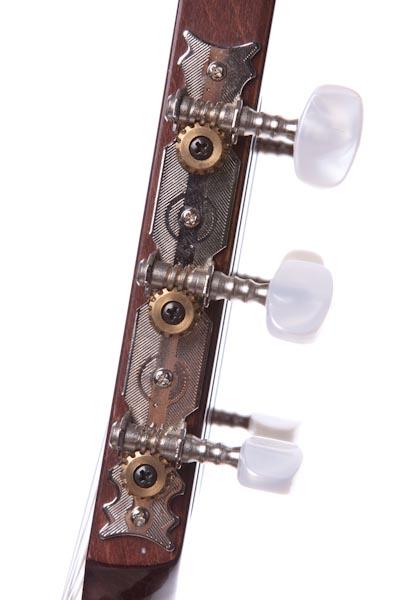 クラシックギターを買いました。_b0128294_21225110.jpg