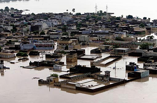パキスタン大洪水_d0106555_11151125.jpg