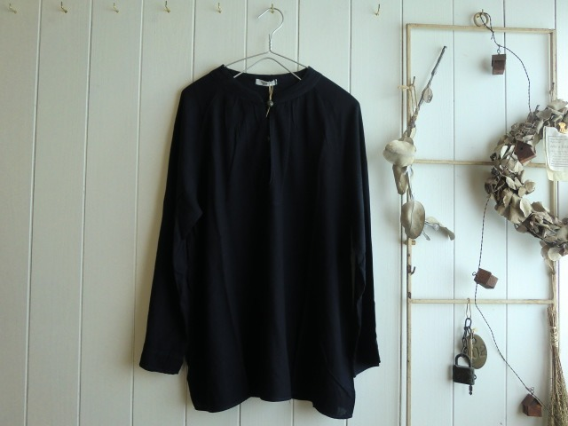 服とカゴとビンと・・・。_a0164280_0181177.jpg