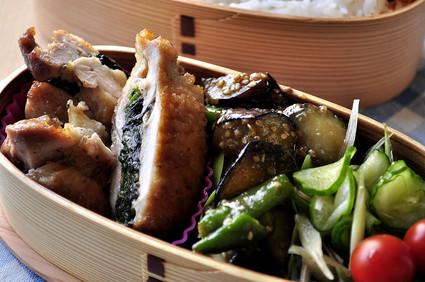 鶏のジューシーサンド焼きと夏野菜の副菜弁当_b0171098_9242665.jpg