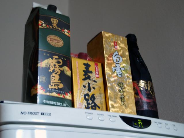 うちの冷蔵庫の上は・・・・_c0179785_2112165.jpg