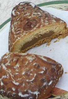 ロシア土産のお菓子の形は、やっぱりマトリョーシュカ_f0144003_21143488.jpg