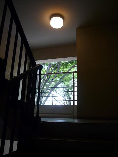 同潤館(の階段) #2_f0155808_21472456.jpg