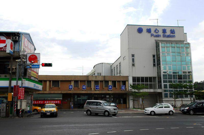 ■台湾の駅1(台北から高雄まで)_e0094583_15542861.jpg