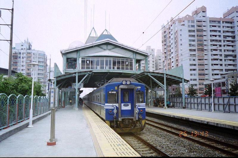 ■台湾の駅1(台北から高雄まで)_e0094583_15591387.jpg