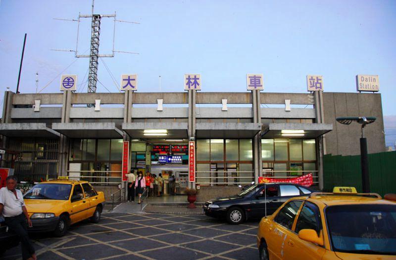 ■台湾の駅1(台北から高雄まで)_e0094583_1610628.jpg