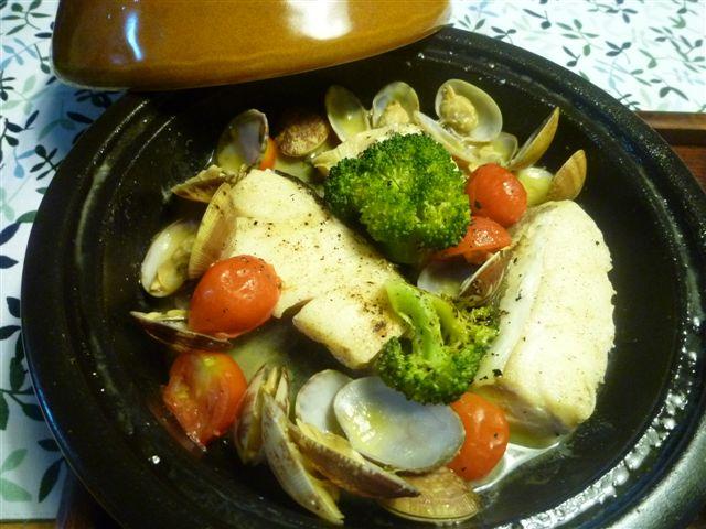 白身魚料理の定番になりつつあるアクアパッツア_b0175688_204398.jpg
