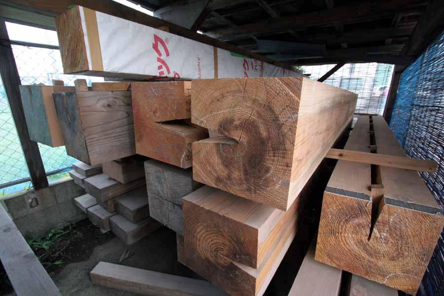 「曲がり木」と「大黒柱」_f0150893_10381213.jpg