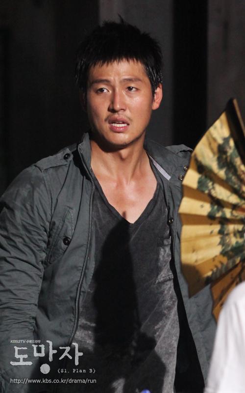 RAINとドラマ逃亡者出演者_c0047605_23582121.jpg