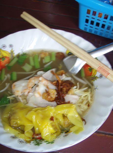怖いおばちゃんのエビ味噌麺_a0037910_6394835.jpg