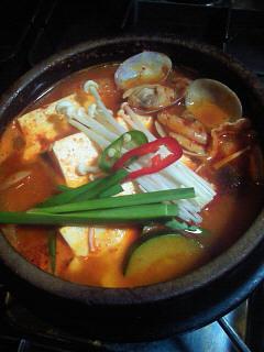 スゥンデゥブチゲ(豆腐チゲ)_a0163896_17595615.jpg