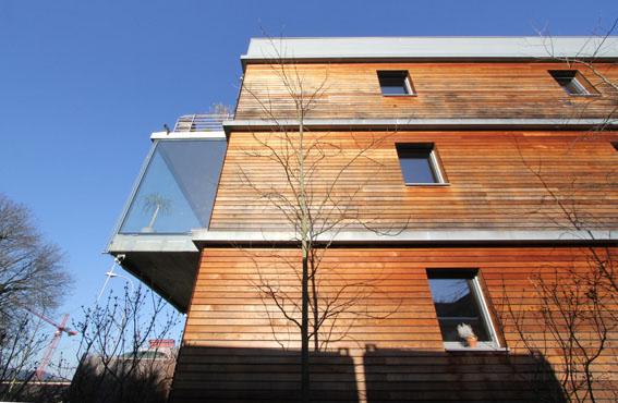 ミネルギーハウスP:チューリッヒ郊外木造4階建て集合住宅 1_e0054299_16202573.jpg