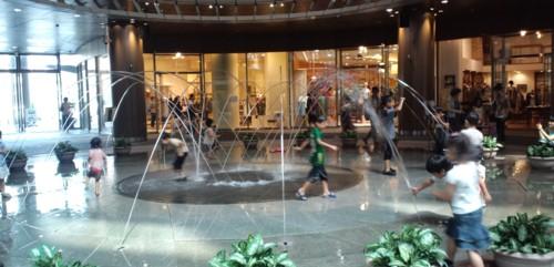 子どもは水遊びの天才inリバーウォーク北九州_d0082356_11511030.jpg